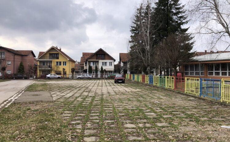"""Uskoro deo dvorišta između PU ,,Poletarac"""" i Srednje škole postaje parking"""