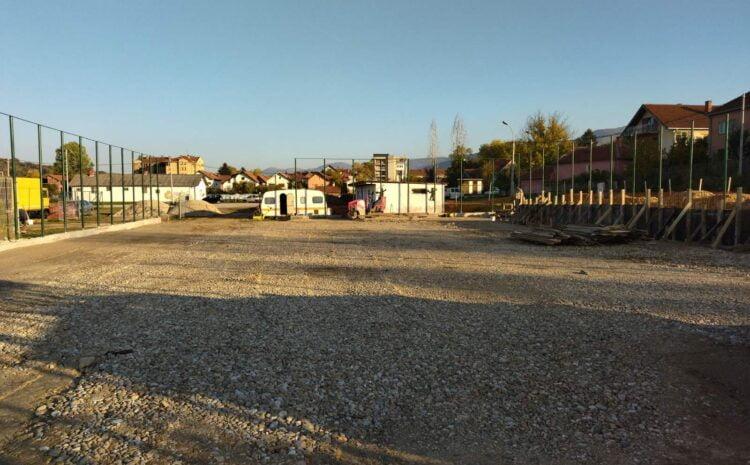 Izgradnja teniskog terena u punom jeku